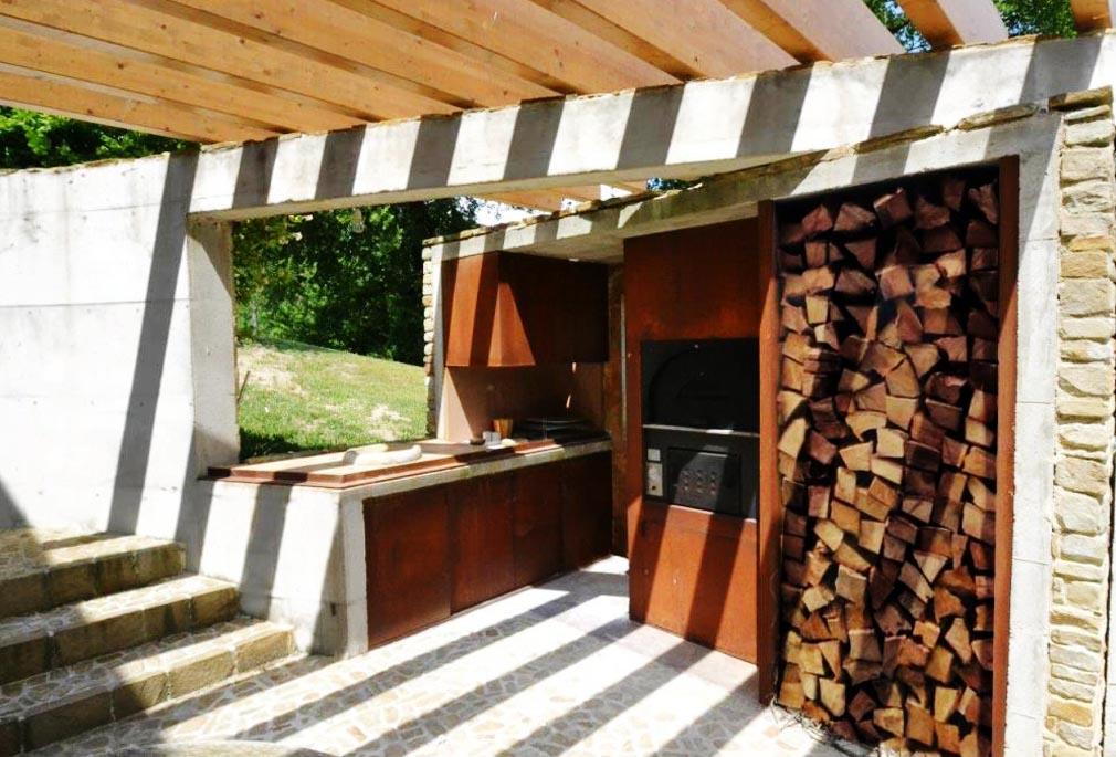 forno e legnaia in acciaio